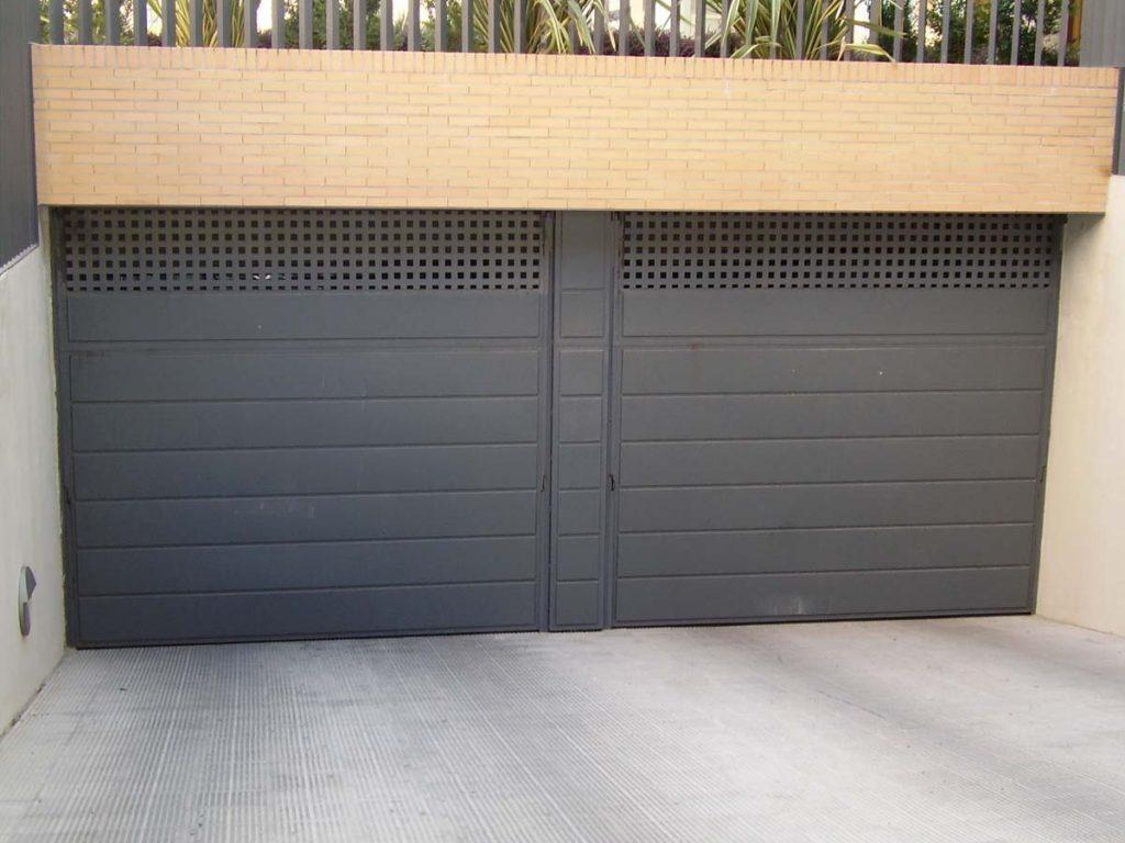 Puerta-Basculante-bandejas-chapa-lisa-2-1024x768